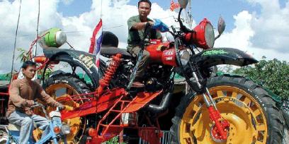 MAIN-Strange-Vehicles-Dirt-Bike-2-13-13